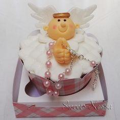 Cupcake para batizado Anjinho - Deliciosos Cupcakes decorados em Pasta Americana com o Tema ANJINHO REZANDO !!! Ideal para lembrancinha de Batizados, Maternidade, Chá de Bebê, etc. Várias opções de massa, recheio e cobertura. Pedido Mínimo: 20 Unidades ** PODE SER FEITO EM OUTRAS CORES E OUTROS TEMAS ** Retirada ou Entrega: Somente em SP e Grande SP (Consulte-nos sobre Taxa de Entrega) ** SÓ UTILIZAMOS PRODUTOS DE PRIMEIRA LINHA ** R$ 8,00