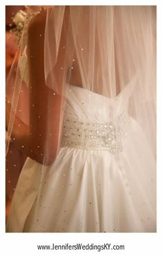 When in doubt, always go for the sparkly veil! #wedding #bling #veil
