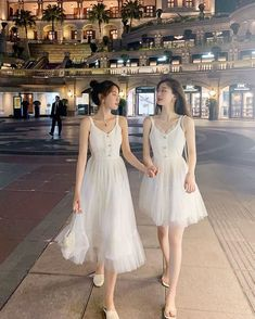 we just want to keep the moment together forever White Outfits, Pretty Outfits, Dress Outfits, Fashion Dresses, Prom Dresses, Summer Dresses, Look Fashion, 90s Fashion, Korean Fashion