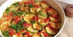 Сочные, хрустящие кабачки имеют приятную кислинку, которую дает лимон и помидоры, а чеснок и специи придают блюду прекрасный аромат и пикантность.