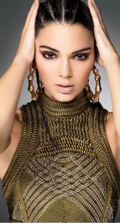Kendall Jenner wows in Balmain Fall Looks for Sunday Times Style Beauty And Fashion, Look Fashion, Autumn Fashion, Green Fashion, Kendall E Kylie Jenner, Kardashian Jenner, Jenner Girls, Corte Y Color, Jenner Sisters