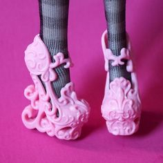 This seriously looks like a Barbie shoes as well as acutely uncomfortable Funny Shoes, Cute Shoes, Me Too Shoes, Weird Shoes, Barbie Shoes, Doll Shoes, Crazy Heels, Shoe Boots, Shoes Heels