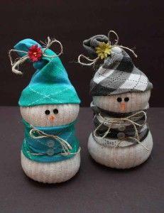 bonecos de neve feitos com meias