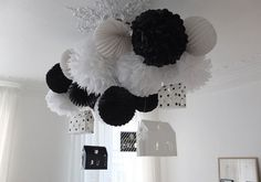 black and white, paper, pompons & houses.but minus the houses. Black White Parties, Black And White Theme, Black Party, Ideas Geniales, Blog Deco, New Years Eve Party, White Decor, Diy Party, Party Ideas