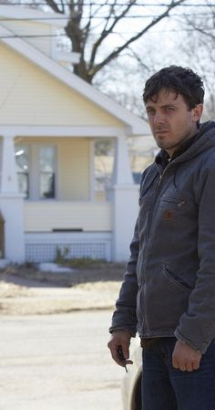 Directed by Kenneth Lonergan.  With Casey Affleck, Michelle Williams, Gretchen Mol, Kyle Chandler. An uncle is forced to take care of his teenage nephew after the boy's father dies.