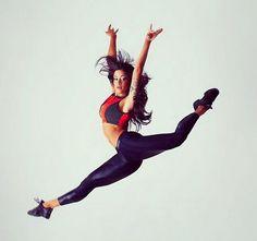 Aline Riscado leva fãs à loucura ao esbanjar elasticidade