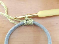 春いちごシュシュ・本体の作り方 手順|1|編み物|編み物・手芸・ソーイング|ハンドメイド、手作り作品の作り方ならアトリエ Crochet Hair Accessories, Crochet Hair Styles, Mug Cozy, Scrunchies, Mugs, Handmade, Jewelry, Hair, Craft