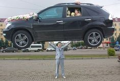 Wedding photographers always try to make creative shots to create an event memorable but sometimes not turn out as desired. Check 30 ridiculous Russian wedding moments that will shock you. Wedding Fail, Crazy Wedding, Wedding Humor, On Your Wedding Day, Wedding Pictures, Photoshop, Awkward Wedding Photos, Wedding Photographie, Meanwhile In Russia