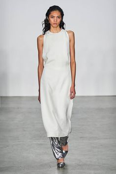 Helmut Lang Fall 2019 Ready-to-Wear Fashion Show Collection: See the complete Helmut Lang Fall 2019 Ready-to-Wear collection. Look 30 Helmut Lang, Dress Over Pants, Vogue Russia, Catwalks, Fashion Show Collection, Badgley Mischka, Mannequins, Tom Ford, Everyday Fashion