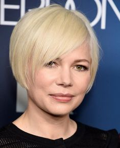 Michelle Williams is growing out her signature platinum pixie cut and now has trendiest bob haircut. Bob Haircut With Bangs, Bob Hairstyles With Bangs, Haircut For Thick Hair, Cool Hairstyles, Platinum Pixie Cut, Shaved Pixie Cut, Growing Out Bangs, Trending Hairstyles, Big Hair