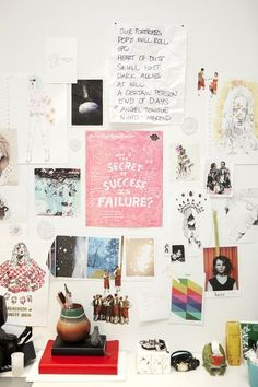 Who doesn't love an inspiration wall above their desk?