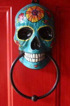 Skull Day of the Dead doorknocker hand painted turquoise Sugar Skull Day of the Dead doorknocker hand painted turquoise.Sugar Skull Day of the Dead doorknocker hand painted turquoise. Bd Art, Day Of The Dead Skull, Knobs And Knockers, Arte Popular, Mexican Folk Art, Skull And Bones, Skull Art, My New Room, Kitsch