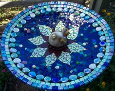 Blue Birdbath with dark grout Mosaic Birdbath, Mosaic Garden Art, Mosaic Flower Pots, Mosaic Art, Mosaic Glass, Glass Art, Pebble Mosaic, Stained Glass, Mosaic Designs