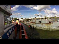 KNRM Enkhuizen, Binnenvaartschip maakt water