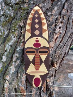 Mascara africana de fieltro.