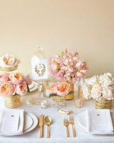 Perfection -- great punches of light peach and gold in dining table decor
