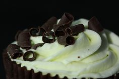 If you want a fun treat for a special occasion then you might try these Mint Chocolate Cupcakes. Nigella has the cupcake recipe which gives your taste buds a fresh burst of flavor when you bite one. You can add some color to these treats by using green mint chocolate chips. #cupcake #cupcakes #recipe