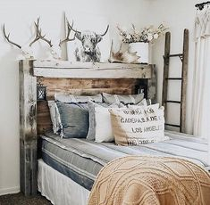 Is this not the most incredible rustic headboard you have ever seen? We have to say the beauty in the simplicity of our Simple Stripes Beddy's is the perfect pairing with this amazing piece! Shabby Chic Interiors, Shabby Chic Bedrooms, Shabby Chic Decor, Rustic Chic Bedding, Modern Bedroom, Rustic Decor, Beddys Bedding, Zipper Bedding, Bohemian Living Rooms