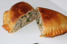 Na moim stole...: Czebureki - smażone pierogi tatarskie Pierogi, Spanakopita, Sandwiches, Ethnic Recipes, Food, Essen, Meals, Paninis, Yemek