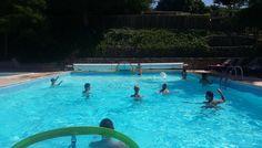 piscine extérieure chauffée camping La Châtaignieraie à Anneyron http://bougerenfamille.com/vacances-anneyron-en-famille/