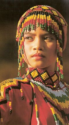 talesoftheeast: Yakan tribe girl, from Mindanao, Philippines We Are The World, People Around The World, Cherokees, Beautiful World, Beautiful People, Style Ethnique, Mindanao, Beauty Around The World, Interesting Faces
