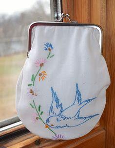 Vintage linen purse Looks like an old pillowcase pattern!