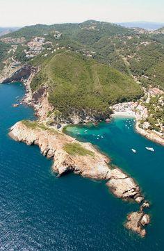 Sa Tuna Cove and Punta des Plom - Begur - Costa Brava, Girona province, Catalonia. Begur Costa Brava, Barcelona, Places In Spain, Hidden Places, Travel Images, Amazing Destinations, Beach Trip, Beautiful Places, Amazing Places