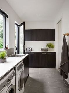 31 Best Arrangement for Your Narrow Laundry Room Laundry Nook, Laundry In Bathroom, Laundry Room Design, Kitchen Design, Arden Homes, Aluminium French Doors, Modern Laundry Rooms, Laundry Room Inspiration, Interior Desing