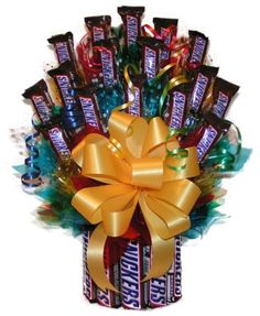 Send this wonderful candy bouquet instead of flowers to the Snickers Fan in your life. Our Snickers Candy Bar Bouquet is a tall bouquet standing over 16 inches tall with 23 Fun Size Candy Bars and 11 regular size bars making up the base. Candy Bar Bouquet, Gift Bouquet, Diaper Bouquet, Gift Baskets For Women, Holiday Gift Baskets, Chocolate Gifts, Chocolate Lovers, Chocolate Baskets, Chocolate Cake