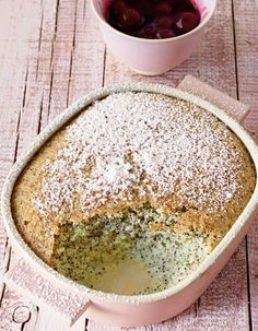 Mohn-Grieß-Auflauf: Fluffiger Mohnkuchen mit fruchtigen Kirschen - was will man mehr?