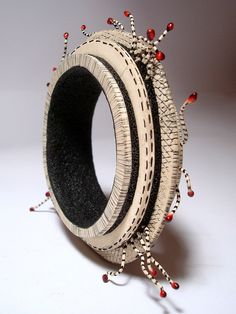 White and black polymer clay bangle by Klavdija Kurent Paper Jewelry, Jewelry Art, Jewelry Design, Polymer Clay Bracelet, Polymer Clay Beads, Play Clay, Polymer Clay Projects, Bracelets, Bangles