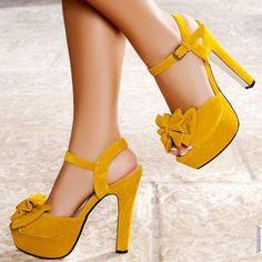 Bayanlar sizin için ayakkabı ne kadar önemli biliyoruz. Ayakkabının topuğu rengi modeline ne kadar önem verdiğnizi de. Topuklu ayakkabılar sizin en çok sevdiğiniz ayakkabılarınızdır heralde. Yeni sezonda birbirinden güzel yüksek platform topuklu ayakkabılar sizler için. Bu sayfamızdaki yeni trend en yeni en güzel yüksek platform topuklu ayakkabıları bulabileceksiniz. Sizleri şık gösterecek sizleri abiye kıyafetlerinizi tamamlayabileceğiniz …