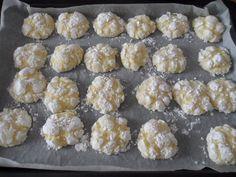 la ricetta dei biscotti al limone selezionata da Elisa. Freschi e profumati, hanno una consistenza che quasi si scioglie in bocca. Semplicissimi da fare ...