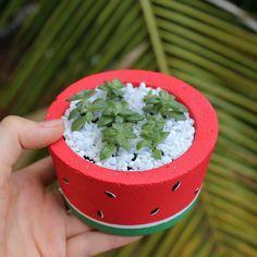 Diy Cement Planters, Cement Flower Pots, Planter Box Designs, Planter Boxes, Cement Art, Concrete Art, Concrete Crafts, Succulent Terrarium, Garden Crafts