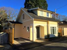 This Craftsman-style laneway house sits in a Vancouver, Canada, backyard. The Buttercup Guest House is one of the hundreds of laneway houses built in Vancouver since its laneway housing program was… Building Costs, Building Design, Building A House, Tiny House Talk, Tiny House Living, Cabin Design, Small House Design, Vancouver, Bc Home