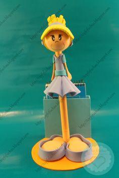 FofuBoli de la princesa Disney Cenicienta con su vestido azul en goma EVA a conjunto con sus zapatos y su rubia melena recogida en un moño. En sus estilizadas piernas esconde un bolígrafo punta fina marca Stabilo, incluye base y libreta. Todos mis FofuBolis están registradas y está prohibida su copia. http://topfofuchas.blogspot.com.es/2014/01/fofuboli-princesa-disney-cenicienta.html