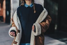 Denim_Lover-Topshop_Jeans-Vintage_Coat-Grey_Scarf-Brown_Booties-Navy_Sweayer-Denim_Shirt-Braids-NYFW-New_York_Fashion_Week-Street_style-Celine_Bag-Vestiaire_Collective-80