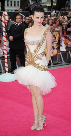 Katy looking glam in her ballerina inspired dress!