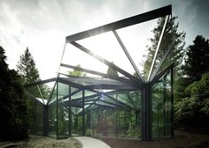 serre de jardin en métal avec une stucture de feuille