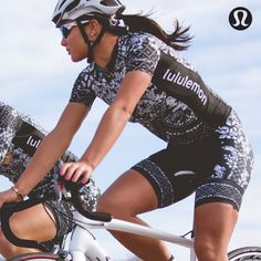 We designed this limited-edition jersey for Specialized® lululemon®, one of the world's top women's cycling teams and it's as serious about the sport as they are. Sweat-wicking fabric helps you stay comfortable when you're cycling hard so you can conquer your ride in record speed.