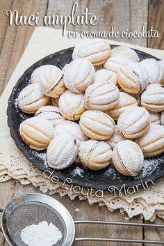 Din bucătăria mea: Nuci umplute cu crema de ciocolata Sweet Desserts, Sweet Recipes, Romania Food, Romanian Desserts, Christmas Deserts, Cupcakes, Easter Recipes, Holiday Baking, Desert Recipes