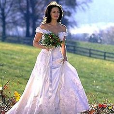 traditional ball gown wedding dress worn by julia roberts in runnaway bride