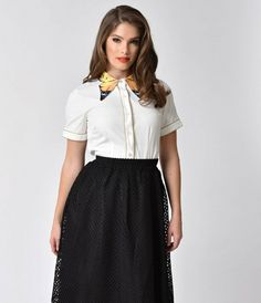 Unique Vintage White & Gold Short Sleeve Button Up Butterfly Collar Shirt Short Sleeve Collared Shirts, Button Down Collar Shirts, Short Sleeve Button Up, Short Sleeves, Vintage Tops, Unique Vintage, Art Teacher Outfits, Gold Shorts, High Waisted Skirt