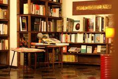Una libreria da visitare assolutamente, a Genova, nei vicoli in via San Bernardo 67/r  Il Falso Demetrio