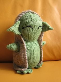 "Yoda Toy - Free Knitting Pattern - PDF File - Click ""download "" or ""free Ravelry download"" here http://www.ravelry.com/patterns/library/yodagurumi"