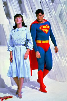 Margot Kidder as Lois Lane and Christopher Reeve as Superman Christopher Reeve Superman, Superman And Lois Lane, Superman Family, Supergirl Superman, Batman And Superman, Superman Photos, Original Superman, Superman Baby, Videogames