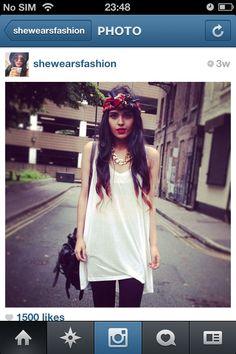 Fashion blogger shewearsfashion wearing a simple piece with effect headscarf
