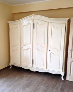 Armadio stile provenzale, in legno massello, laccato