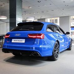 Blue as blue can be - #Audi #RS6performance at Audi City London ---- oooo #audidriven - what else photo @j.b.cars ---- #AudiRS6 #RS6 #quattro #4rings #drivenbyvorsprung #audirings #blueRS6#audiuk #audilondon #london #piccadilly #blueaudi #audicolor