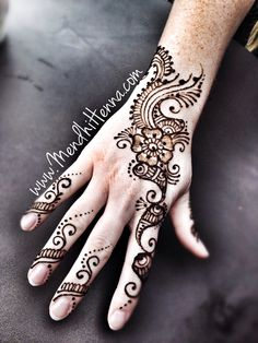 so cool henna Indian Henna Designs, Henna Designs Easy, Beautiful Henna Designs, Henna Tattoo Designs, Mehndi Designs, Henna Doodle, Henna Ink, Henna Mandala, Mehendi